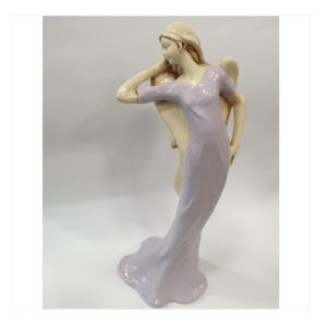 Anioł kobieta gipsowy modelka w sukni fioletowej