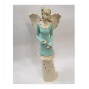 Anioł gipsowy kobieta z kwiatem we włosach