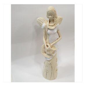 Anioł gipsowy kobieta w białej sukience z kapeluszem
