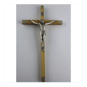 Krzyż wiszący w drewnie