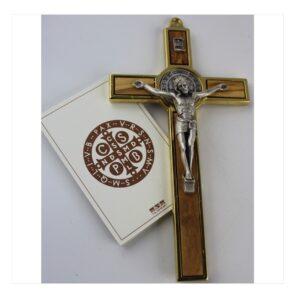 Krzyż benedyktyński w złotej ramie z drewnem